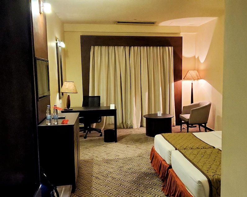 スリランカのネゴンボにある、「ラマダ・カトゥナヤカ・ホテル」の部屋内