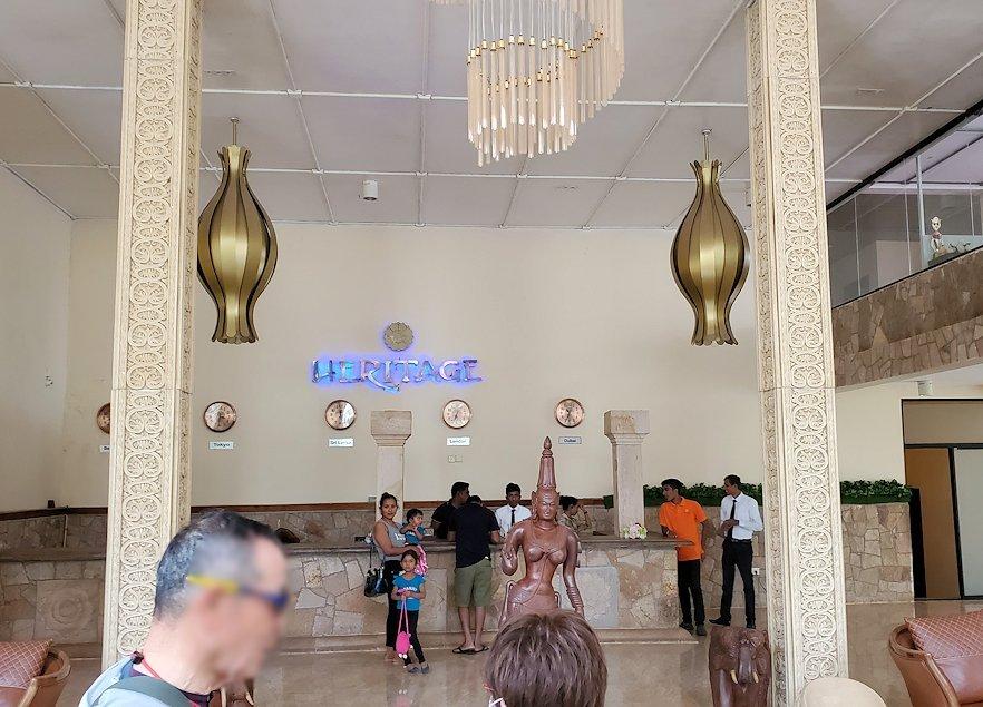 スリランカでアヌラーダプラへと向かう途中にある「ヘリテージ ホテル」で昼食