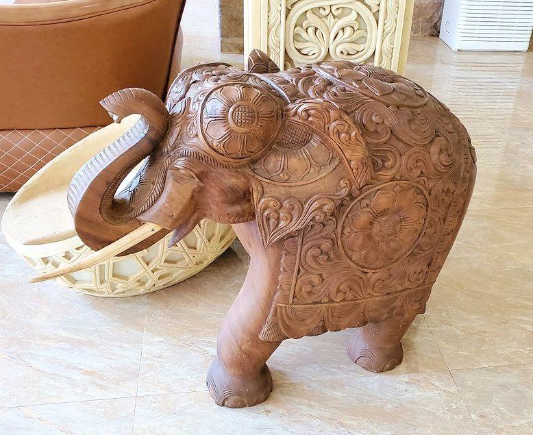 立ち寄った、アヌラーダプラにある「ヘリテージ ホテル」の敷地内にある象の置物