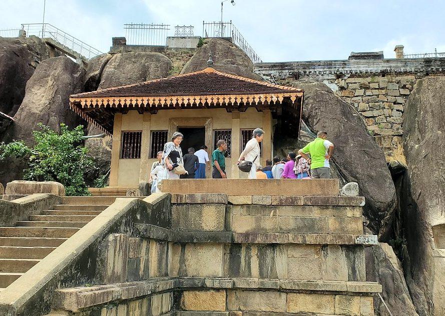 アヌラーダプラのイスルムニヤ精舎の建物