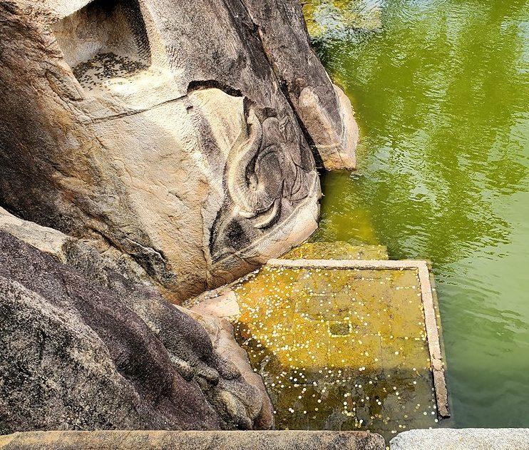 アヌラーダプラのイスルムニヤ精舎周囲の光景-2