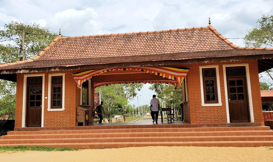 アヌラーダプラのイスルムニヤ精舎の入口