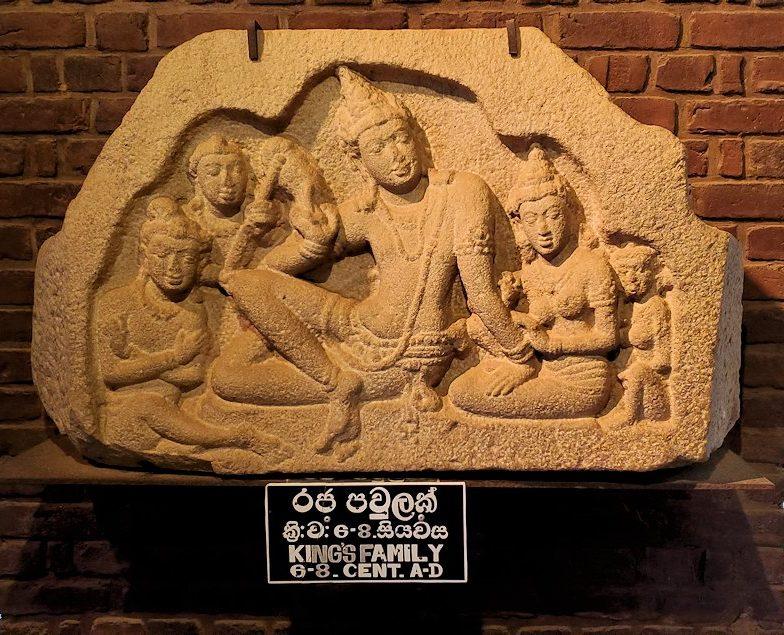 アヌラーダプラのイスルムニヤ精舎にある博物館に展示されている、ドゥッタガマーニ(Dutugamunu)王の彫刻