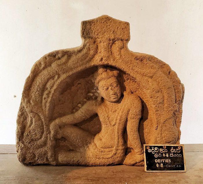 アヌラーダプラのイスルムニヤ精舎にある博物館に展示されている、ドゥッタガマーニ王の息子の彫刻