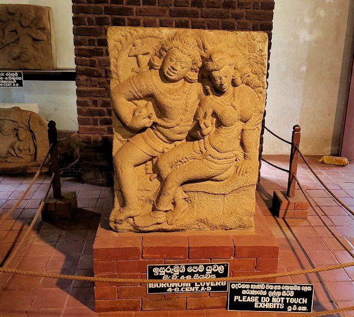 アヌラーダプラにあるイスルムニヤ精舎の博物館にある「恋人の像」
