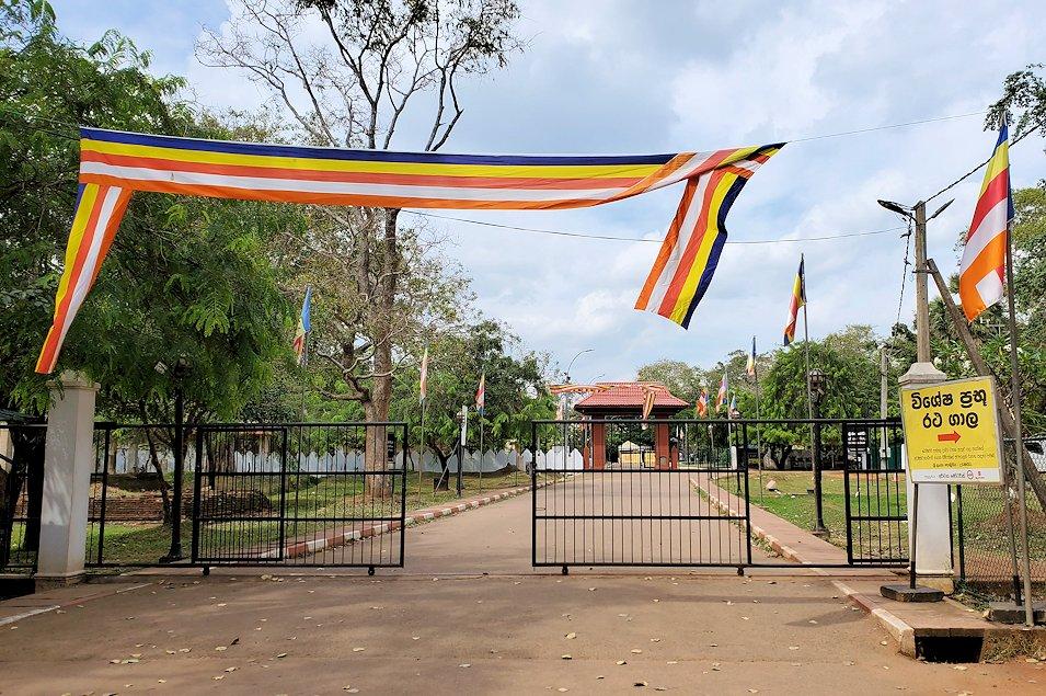 アヌラーダプラにあるスリー・マハー菩提樹が祀られる場所の敷地入口