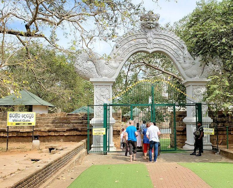 スリー・マハー菩提樹が祀られる敷地へ繋がる門