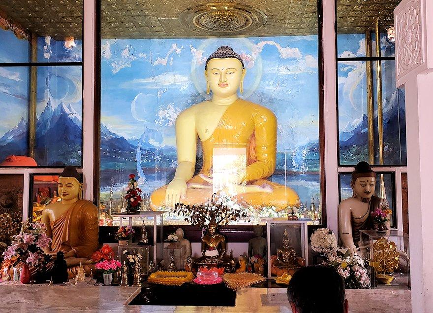 祀られているスリー・マハー菩提樹を祀る仏堂にある仏像