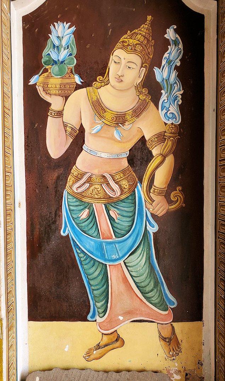 祀られているスリー・マハー菩提樹を祀る仏堂にある絵