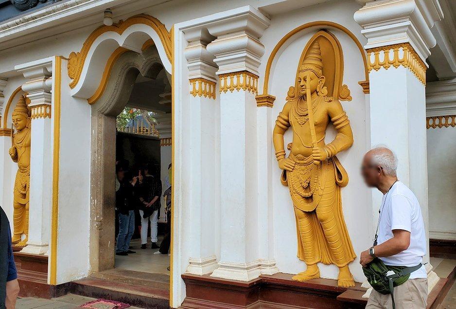 スリー・マハー菩提樹周囲にある寺院の外観