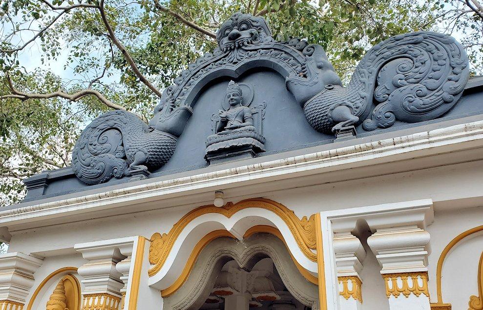 スリー・マハー菩提樹周囲にある寺院の外観-2