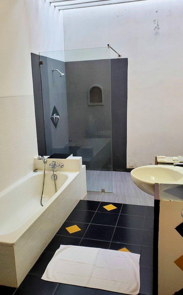 「カサッパ ライオンズ ロック」ホテルの部屋のシャワールーム