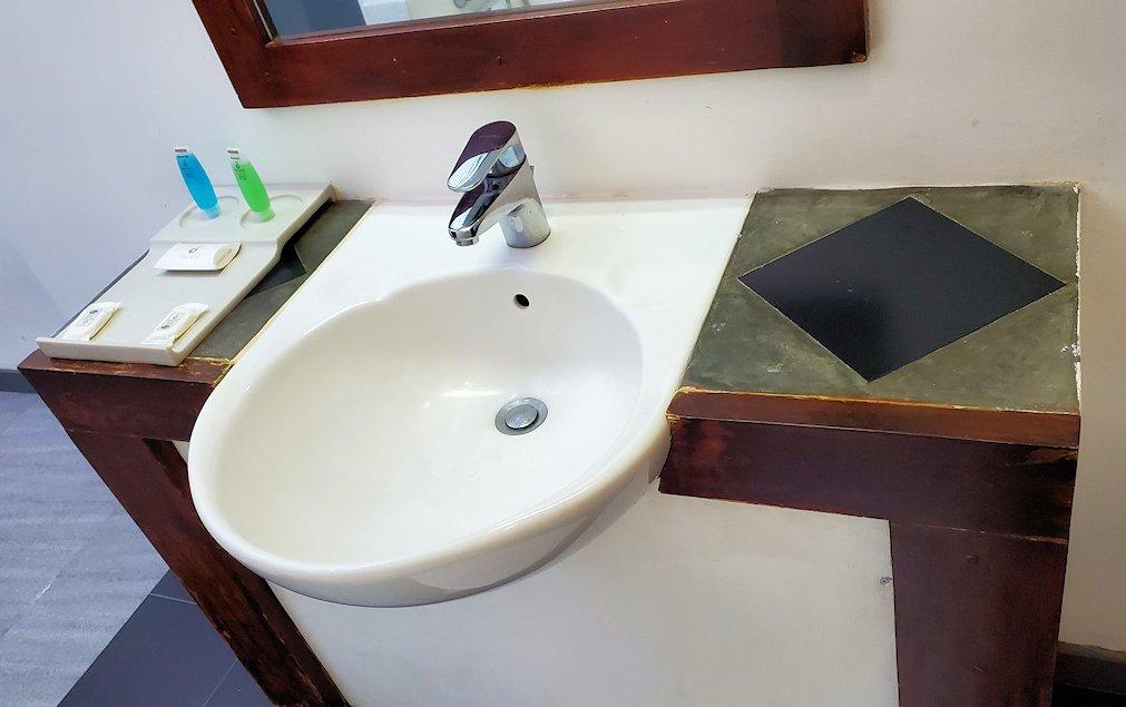 「カサッパ ライオンズ ロック」ホテルの部屋の手洗い場