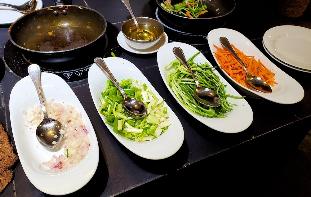 「カサッパ ライオンズ ロック」ホテルの夕食会場の野菜