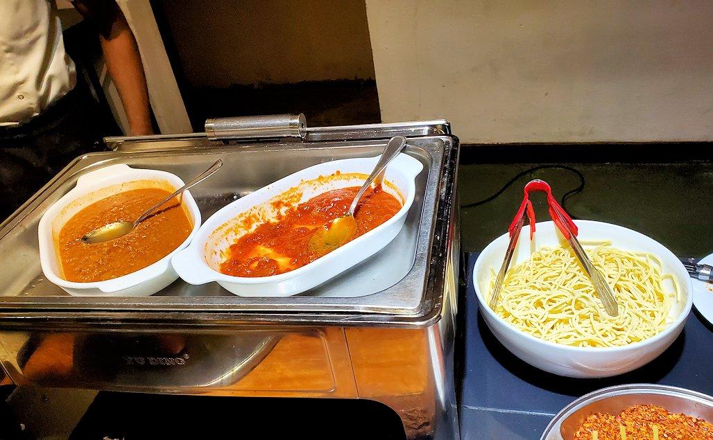 「カサッパ ライオンズ ロック」ホテルの夕食会場で調理してくれるスパゲッティ