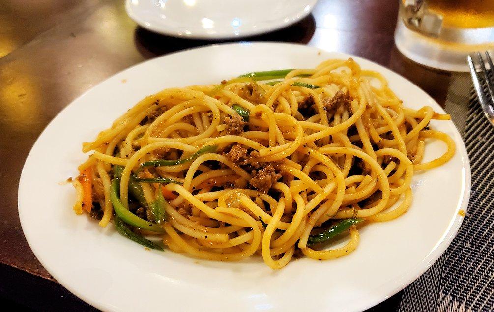 「カサッパ ライオンズ ロック」ホテルの夕食会場で食べたスパゲッティ