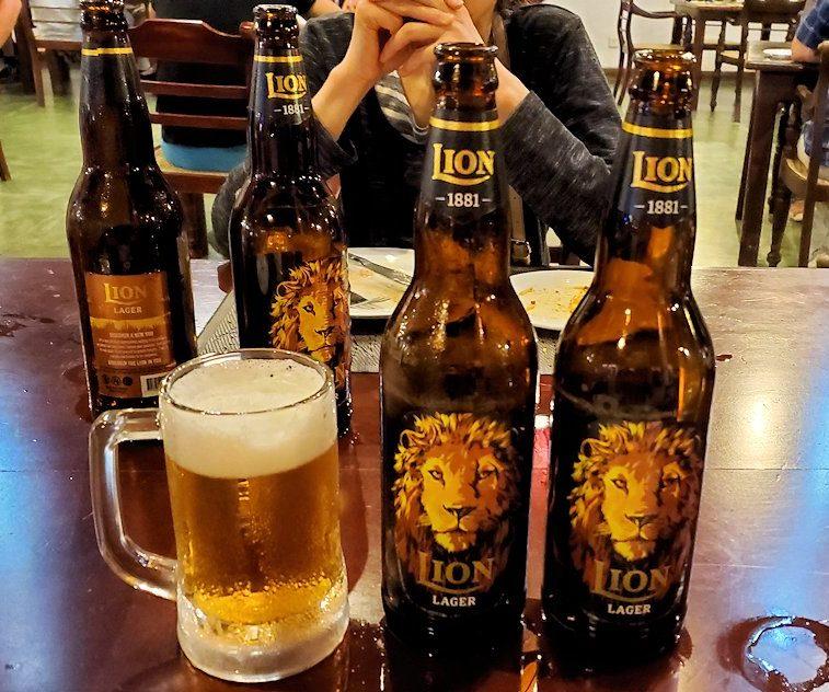 「カサッパ ライオンズ ロック」ホテルの夕食会場で飲んだライオンビール