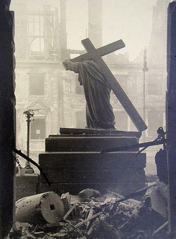 ワルシャワの聖十字架教会-1