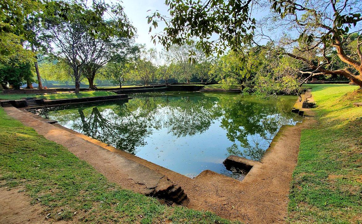 シギリヤロックの入った場所にある貯水池