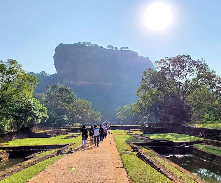 スリランカでも一番人気のシギリヤロックが見えてきました