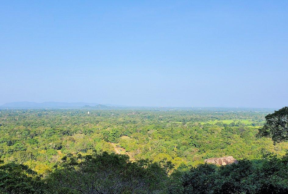 シギリヤロックに登る途中から見えた景色