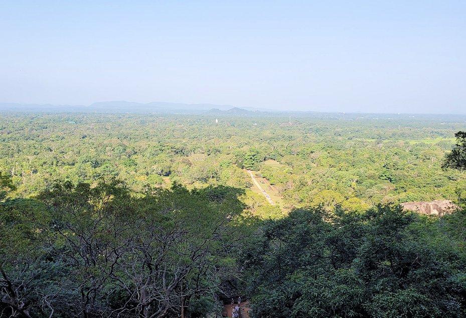 シギリヤロックに登る途中から見えた景色-2