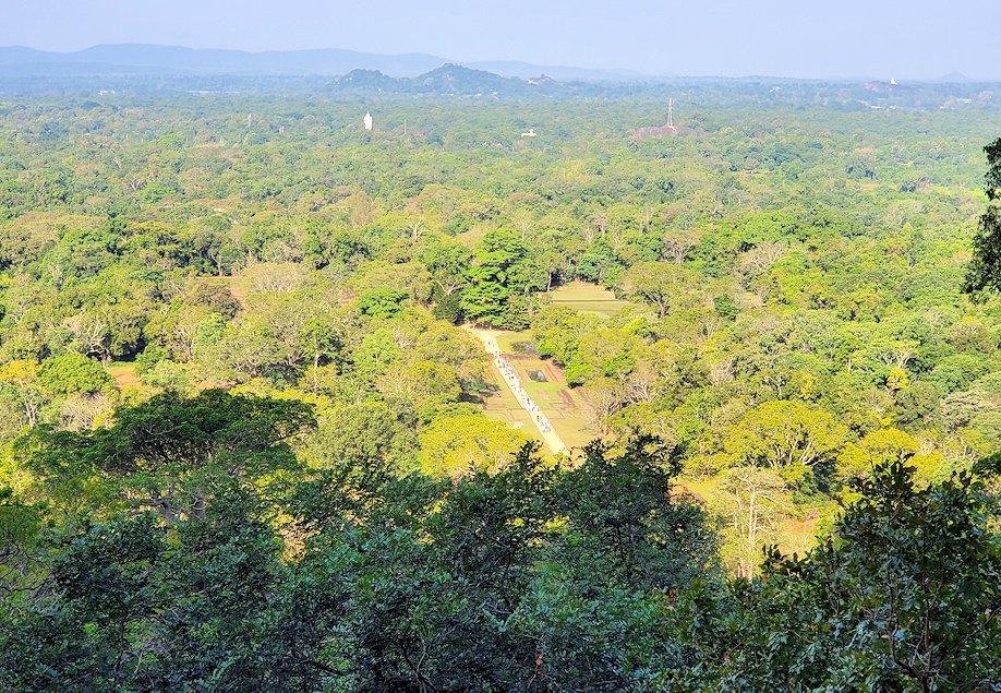シギリヤロックに登る途中から見えた周辺の景色