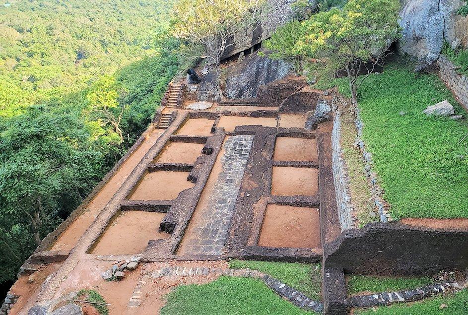 シギリヤロックの頂上て前に見られた貯水池跡