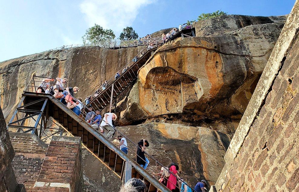 シギリヤロックの上にある「ライオンの入口」から登って行きます-2