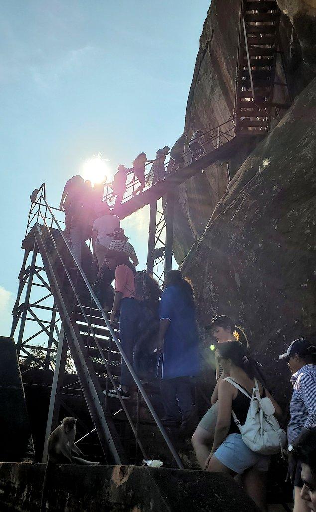 シギリヤロックの頂上へと繋がる階段