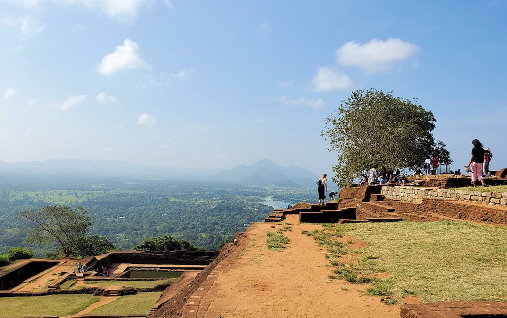 シギリヤロックの頂上から見える景色