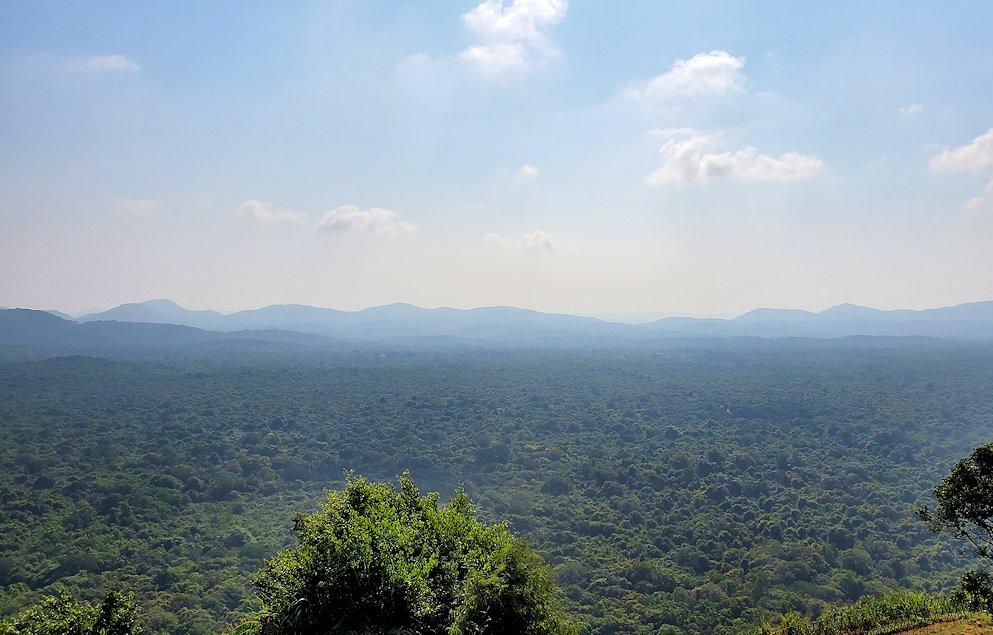 シギリヤロックの頂上から見える景色-2