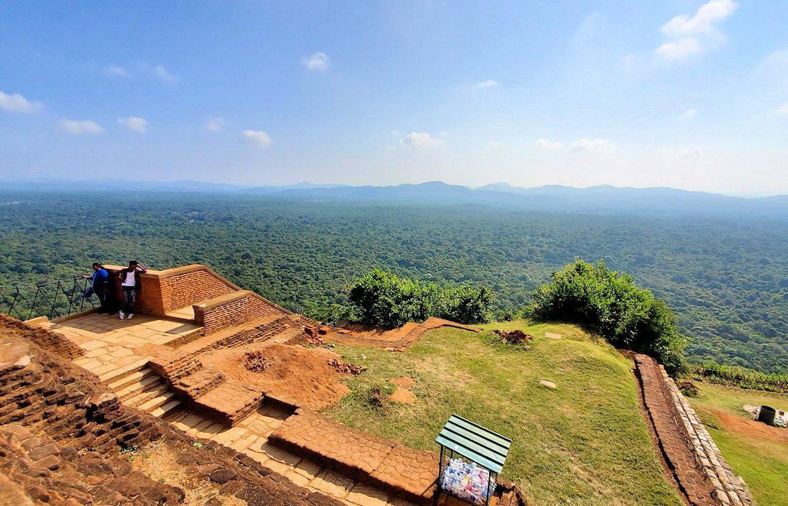 シギリヤロックの頂上から見える景色-3