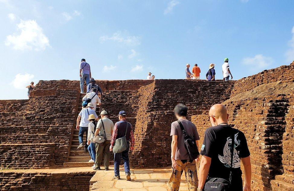 シギリヤロックの頂上にある王宮跡