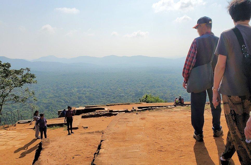 シギリヤロックの頂上にある王宮跡からの景色
