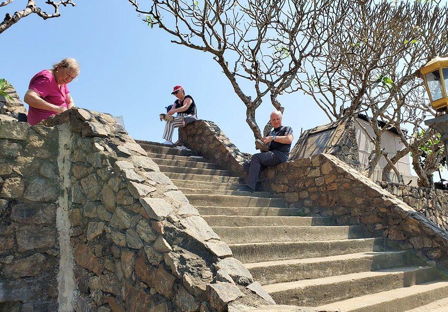 ダンブッラ寺院の入口へと進む階段を登って見えた景色-3