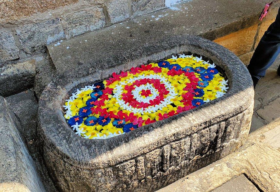岩の隙間に造られたダンブッラ寺院にあった水飲み場