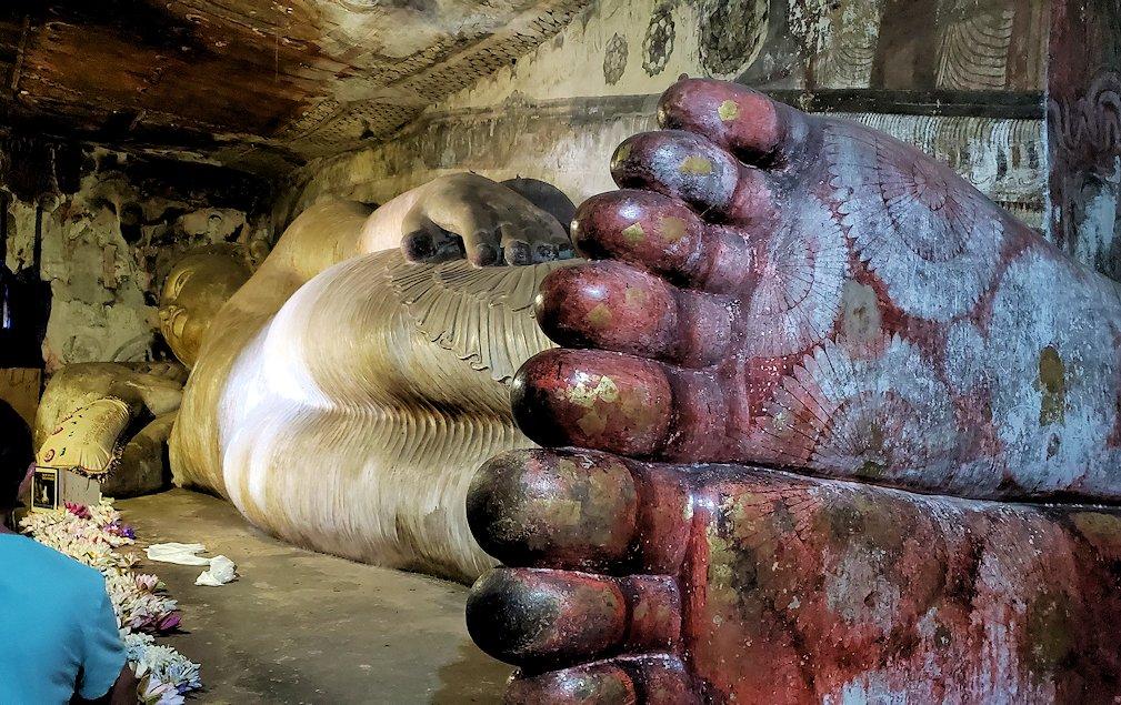 ダンブッラ寺院にある洞窟にある仏像の足の裏