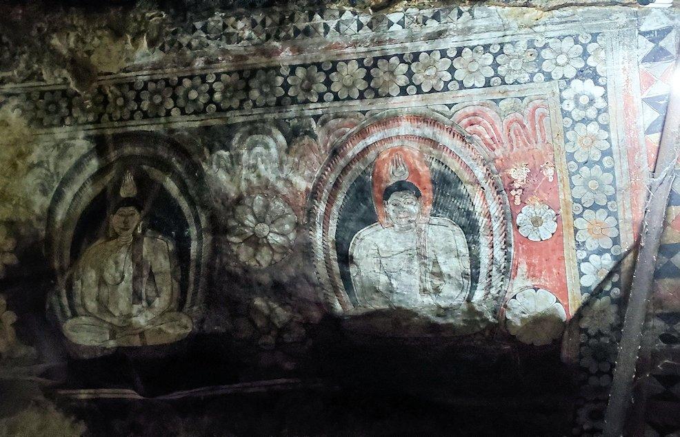 ダンブッラ寺院の洞窟内にあるフレスコ画
