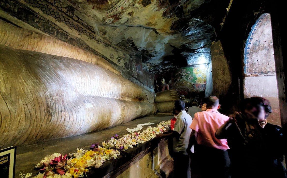 ダンブッラ寺院の洞窟内の様子