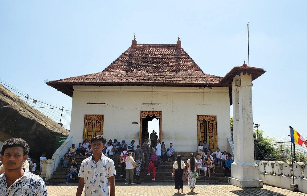 ダンブッラ寺院の見学はまだまだ続く