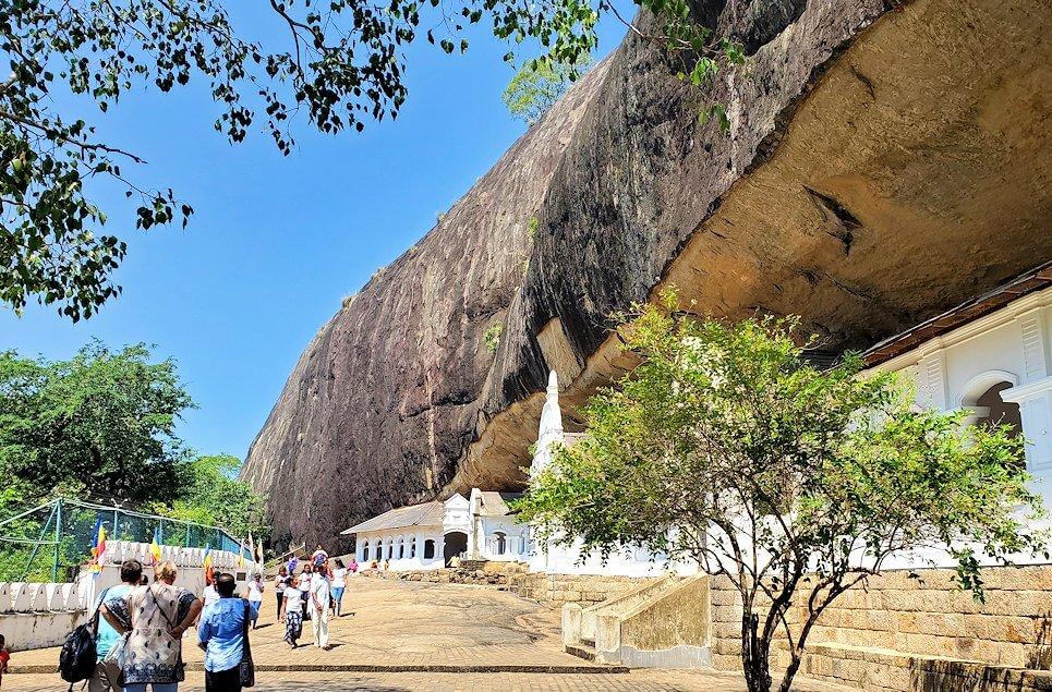世界遺産にも登録されているダンブッラの石窟寺院