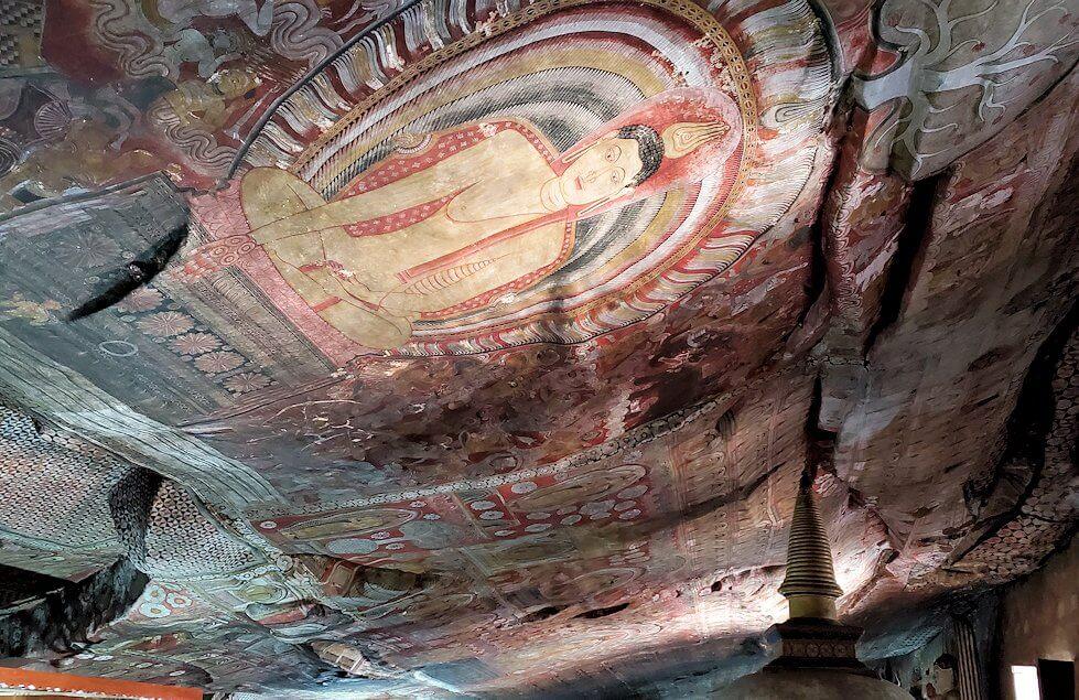 ダンブッラの石窟寺院内の第二洞窟に描かれるフレスコ画