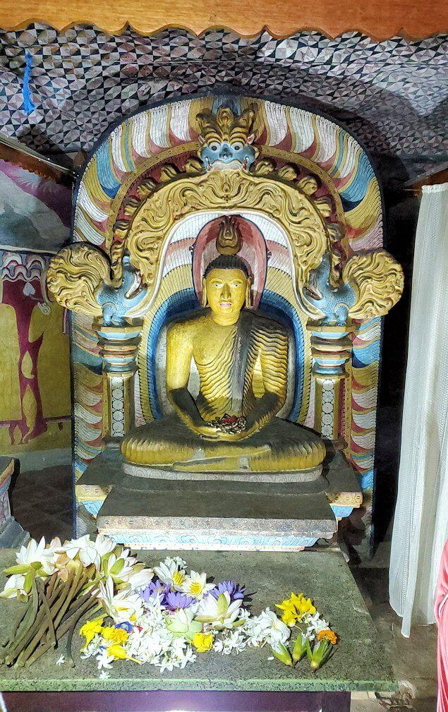 ダンブッラ寺院の第四洞窟寺院の様子-2