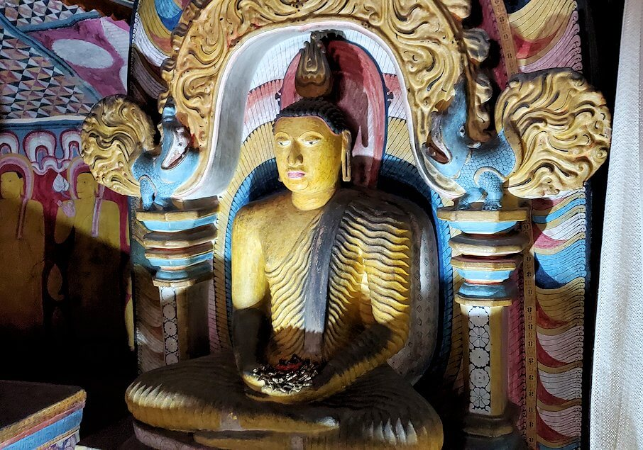 ダンブッラ寺院の第四洞窟寺院内にある仏像