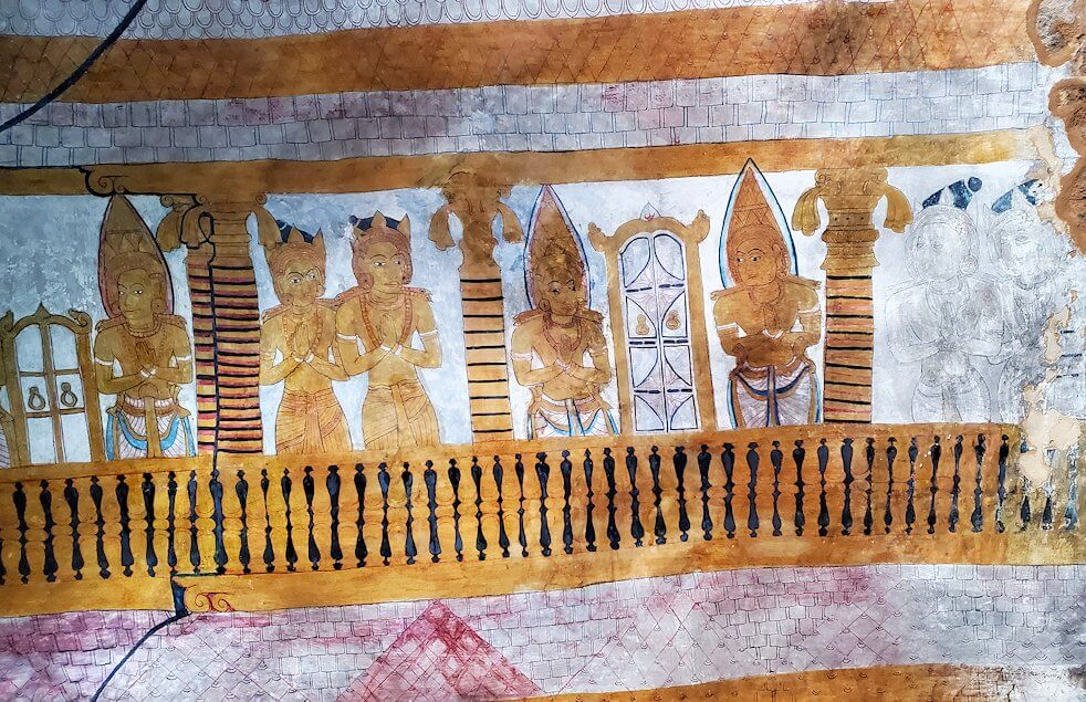 ダンブッラ寺院の第四洞窟寺院内の天井に描かれているフレスコ画