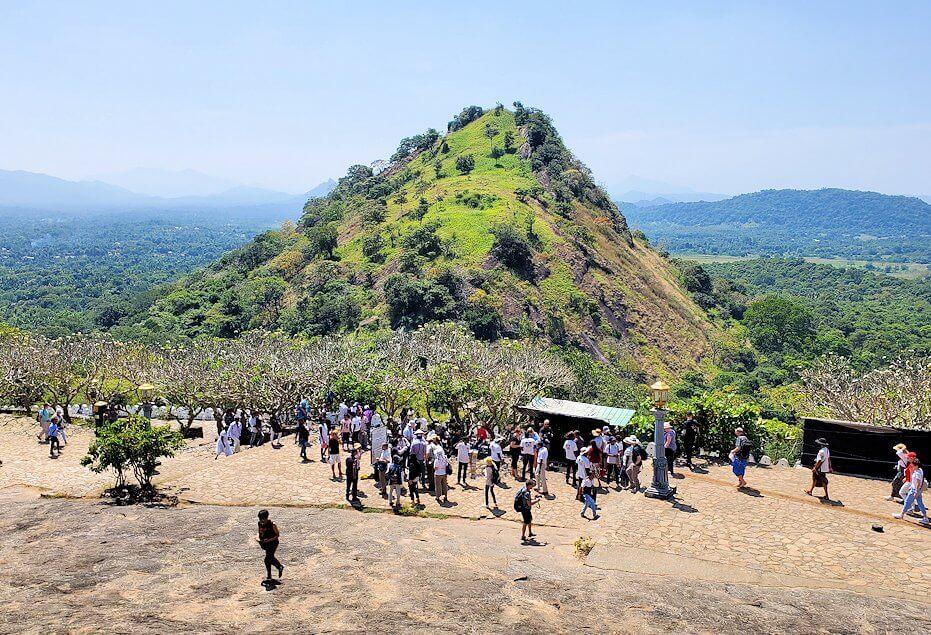 ダンブッラ寺院の入口周辺の景色