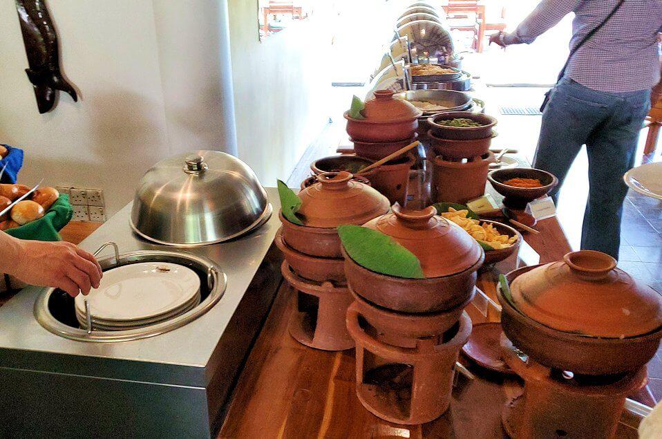 ダンブッラ寺院の見学を終えて、近くのレストランの食事会場にあったカレーゾーン