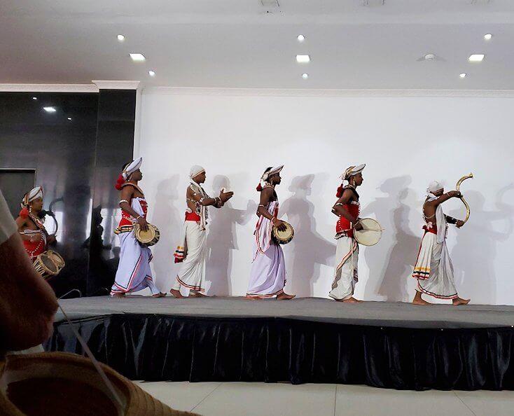 ホテル【Royal Kandyan】でキャンディアン・ダンスが始まる