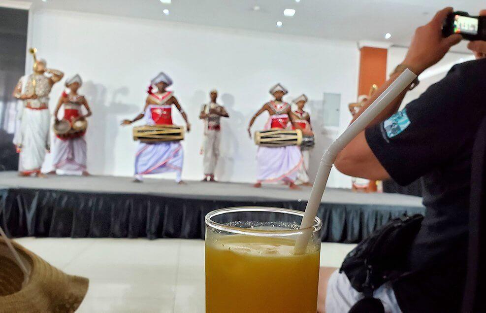 ホテル【Royal Kandyan】でキャンディアン・ダンスを眺める
